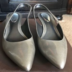 Cute Silver Step N Flex Slingback Alfani pumps